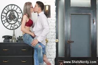 Сексуальная деваха довольствуется красивым трахом №2130