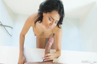 Секси латиночка охотно присаживается на кукан №4261 3