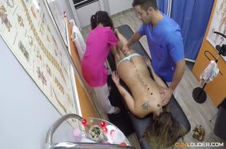 Сексуальная девочка не против перепихона на кушетке №2780